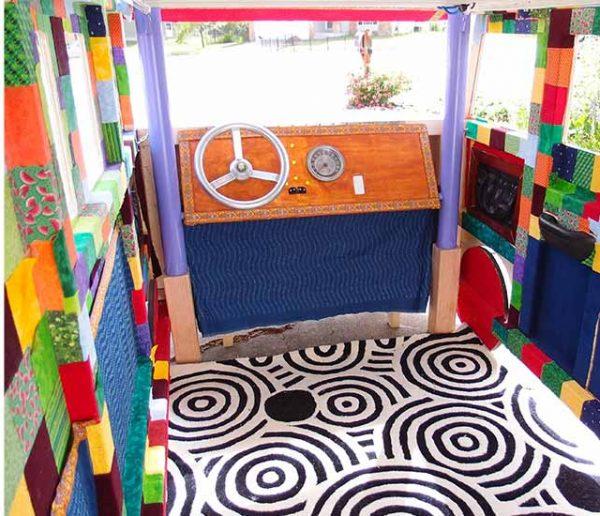 Pour les 3 ans de sa fille, il lui fabrique un lit génial en forme de Combi Volkswagen
