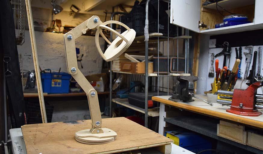 Une autre lampe réalisée grâce à la fraiseuse numérique.