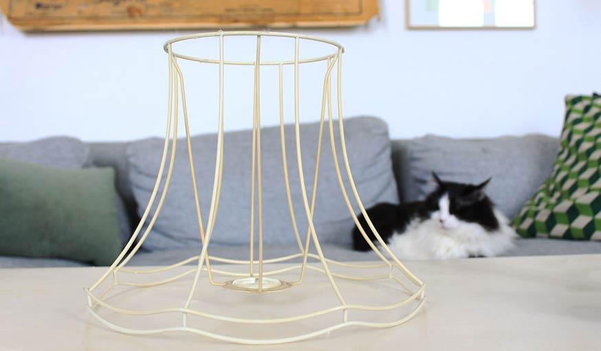 diy d corer une lampe d corer un abat jour avec de l 39 lastique de tendeur. Black Bedroom Furniture Sets. Home Design Ideas