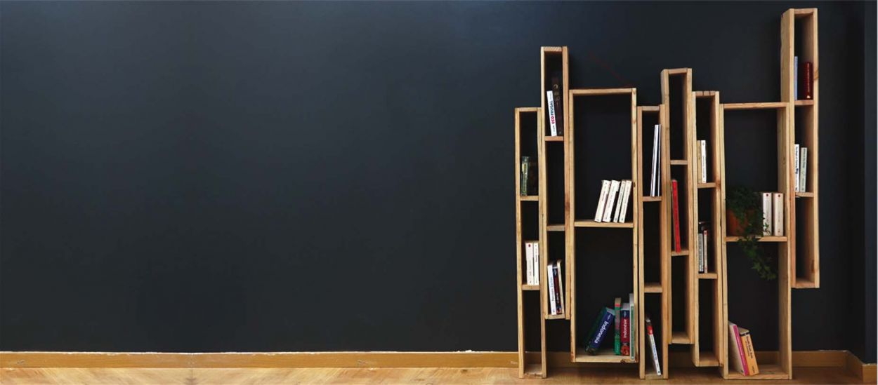 meuble en palette diy pour fabriquer une biblioth que belle et pas ch re. Black Bedroom Furniture Sets. Home Design Ideas