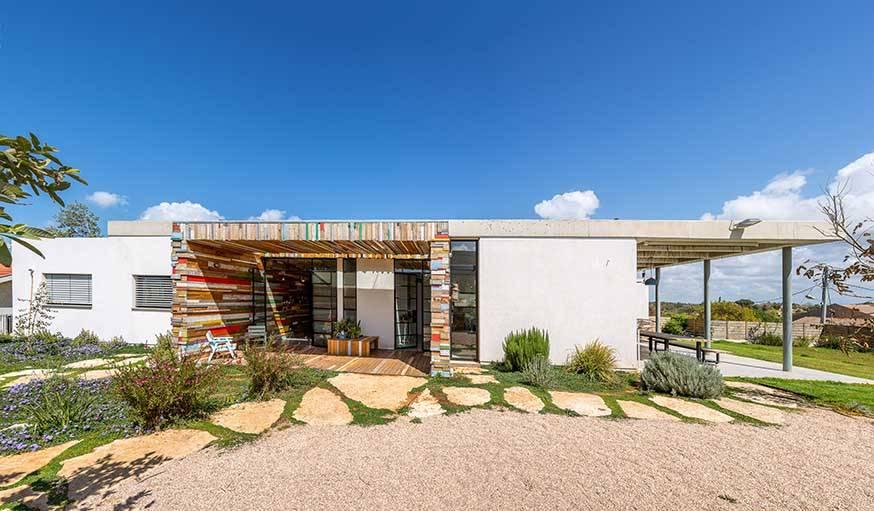 Une maison d 39 architecte fabriqu e en bois de r cup ration for Maison en stuc