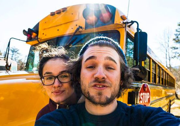 Ils ont fait de ce bus scolaire leur maison pour traverser tout le continent nord-américain