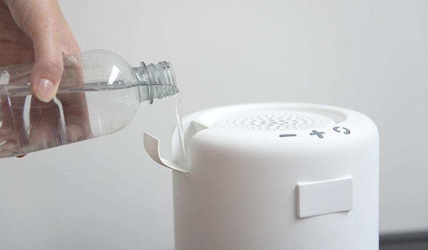 Il suffit de remplir le boîtier d'eau.