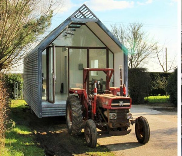 Une tiny house construite comme une cabane de berger ultra-contemporaine