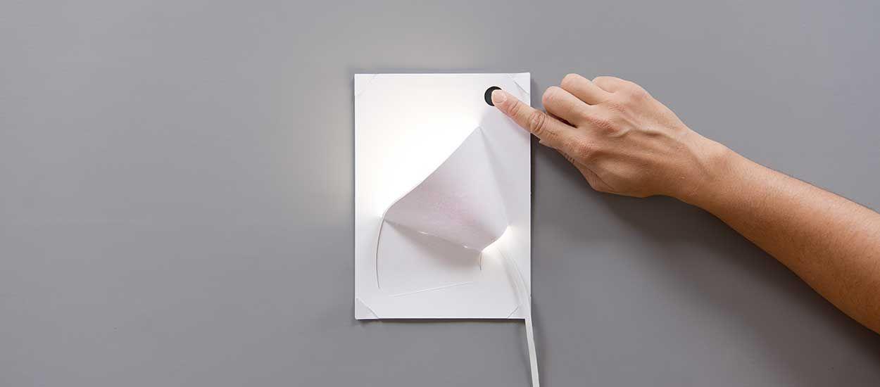 Cette Lampe En Papier à Faire Soi Même Fonctionne Grâce à De La Peinture  Conductrice