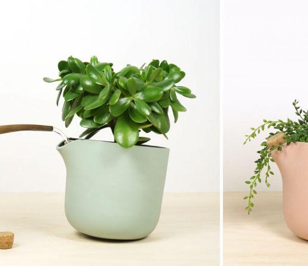 Ce pot de fleurs s'incline pour vous indiquer que son réservoir est vide