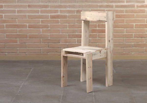 Tuto Fabriquez Une Jolie Chaise Dinterieur Avec Des Palettes Pour 10 Euros
