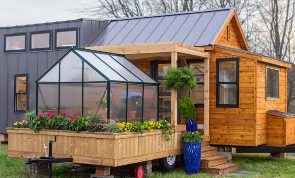 Cette tiny house surprenante est dotée d'une terrasse privée sur roues !