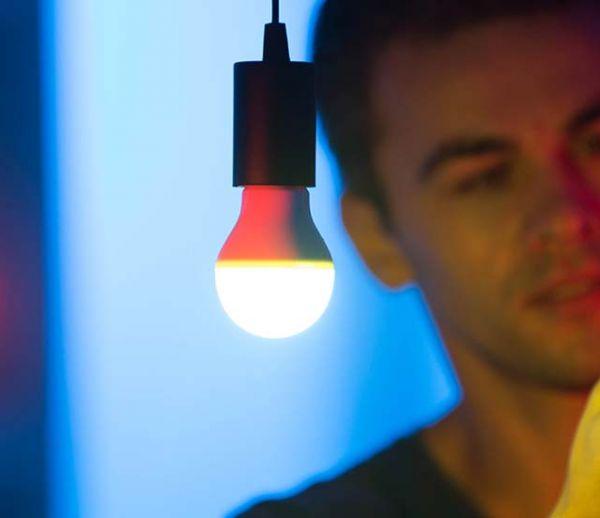 Heelight, l'ampoule qui change de couleurs en fonction des sons qu'elle entend !