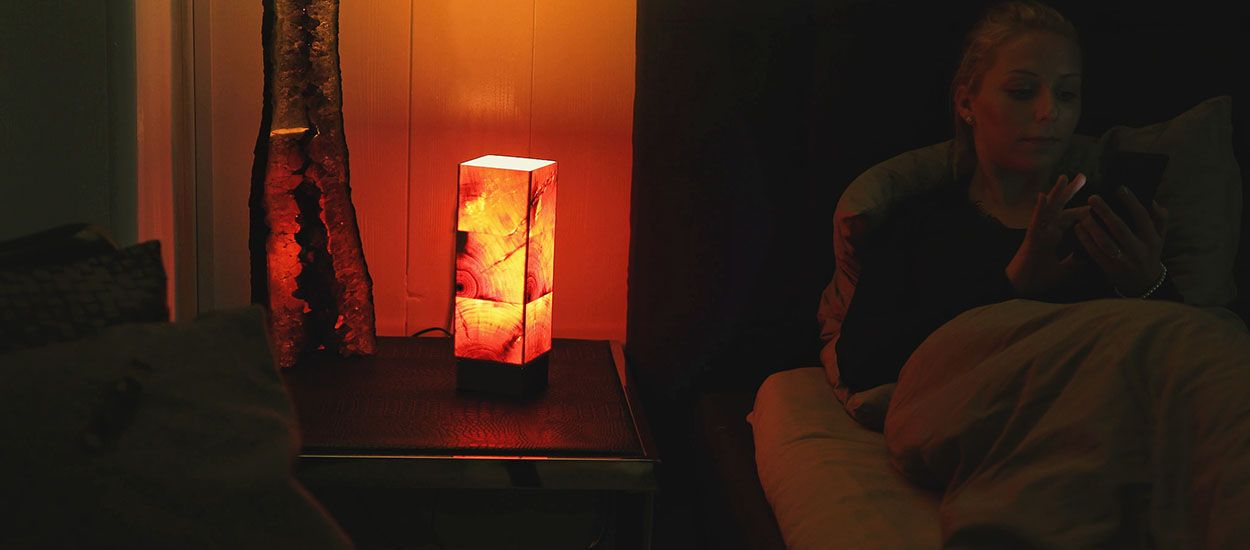 Cette lampe en bois dégage un parfum apaisant pour vous aider à dormir