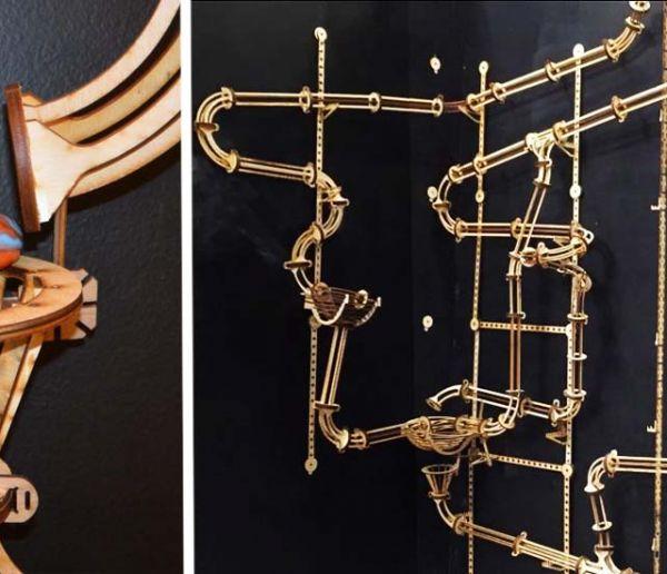 Construisez un circuit de billes spectaculaire et transformez un mur en sculpture animée