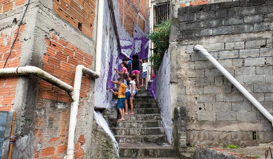Br sil du street art dans les favelas pour lutter contre for Egayer synonyme