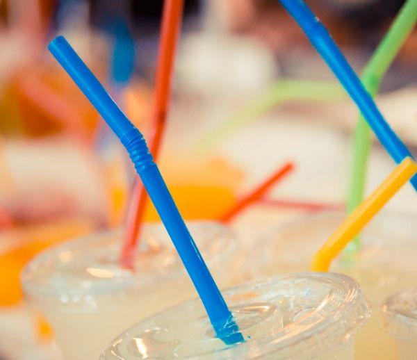 Aux États-Unis, Seattle va interdire les pailles en plastique... Et si on faisait pareil ?