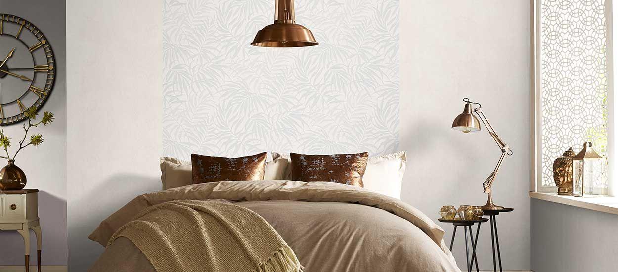 comment tapisser une pi ce poser du papier peint mode d 39 emploi 18h39. Black Bedroom Furniture Sets. Home Design Ideas