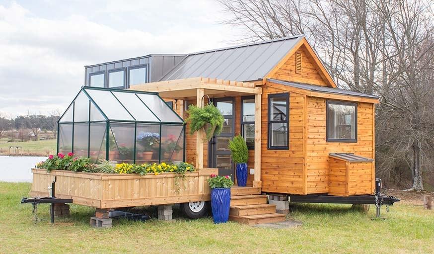 elsa une tiny house avec une terrasse construite sur une remorque. Black Bedroom Furniture Sets. Home Design Ideas