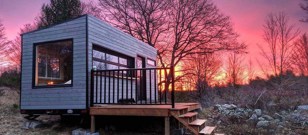Une tiny house rustique, isolée de tout, pour vivre l'aventure