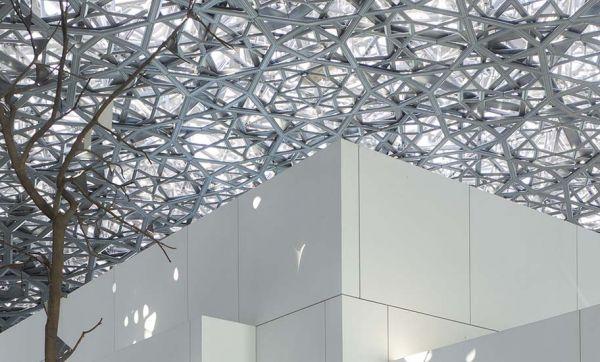 Découvrez l'architecture étonnante du Louvre Abu Dhabi dessiné par Jean Nouvel