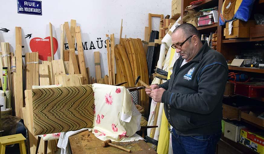 Les salarié-es des ReCréateurs Emmaüs Défi travaillent 26 heures par semaine à l'atelier bois ou à l'atelier couture.