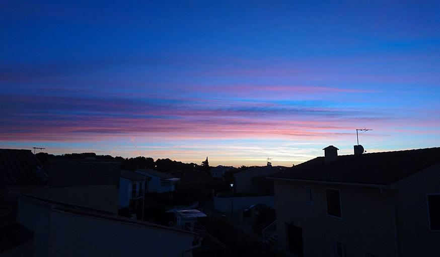 Vu sur le lever de soleil à Seyne-sur-mer dans le Var, le 23 octobre