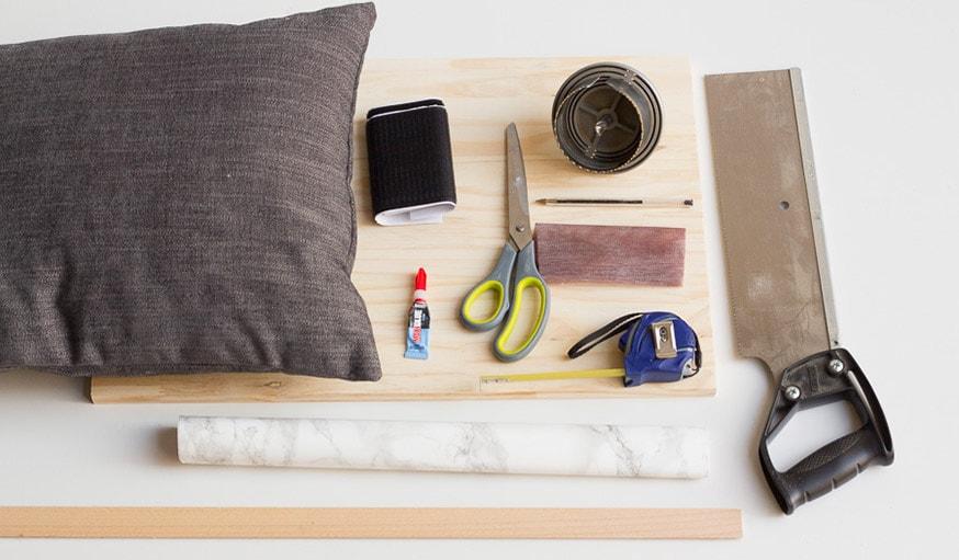 cr er votre support pour ordinateur portable avec une planche en bois. Black Bedroom Furniture Sets. Home Design Ideas
