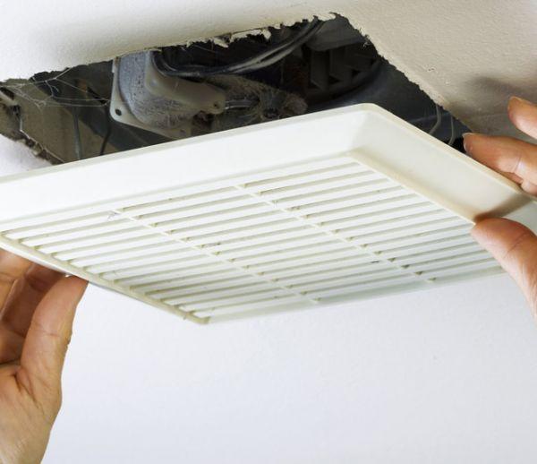 5 conseils pour se débarrasser de l'humidité dans une salle de bains sans fenêtre