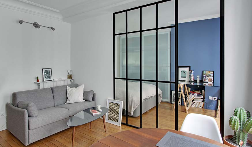 Une verrière d\'intérieur pour aménager une chambre dans un studio ...