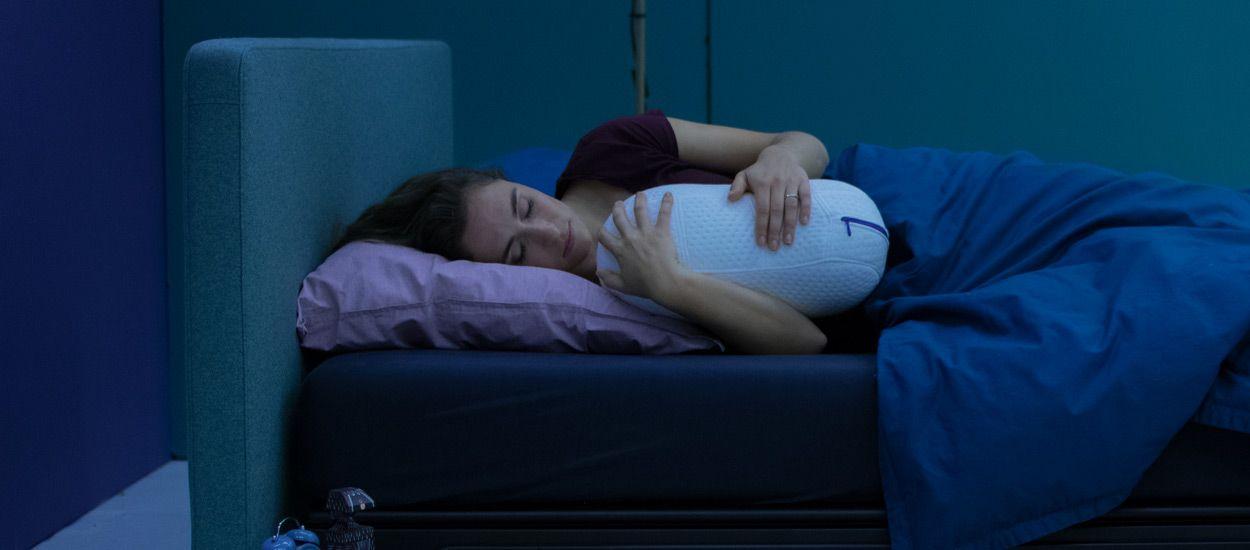 Ce coussin robot imite la respiration humaine pour vous endormir rapidement !