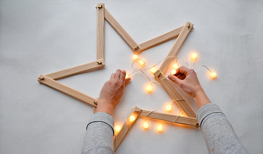 Diy pour fabriquer une toile en bois pour belle d co de no l - Fabriquer une guirlande de noel lumineuse ...