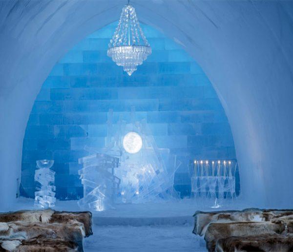 Mieux qu'un igloo, le plus grand hôtel de glace du monde à quelques kilomètres du cercle polaire !