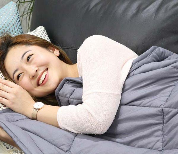 Cette couverture promet de vous aider à bien dormir, sans stress ni anxiété