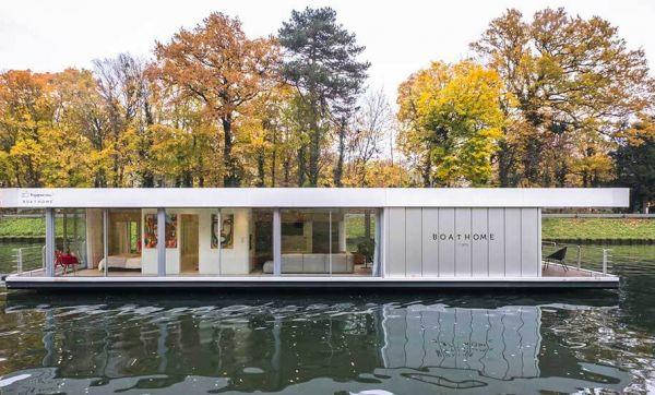 À 24 ans elle crée une maison flottante autonome en énergie