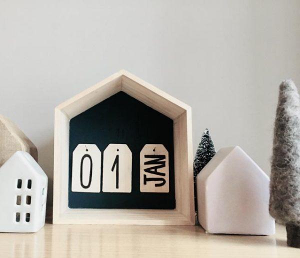 Tuto : Fabriquez un calendrier original en bois brut dans une petite maison !