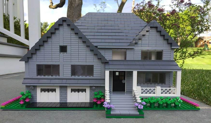 une artiste reproduit des maisons enti res en lego. Black Bedroom Furniture Sets. Home Design Ideas