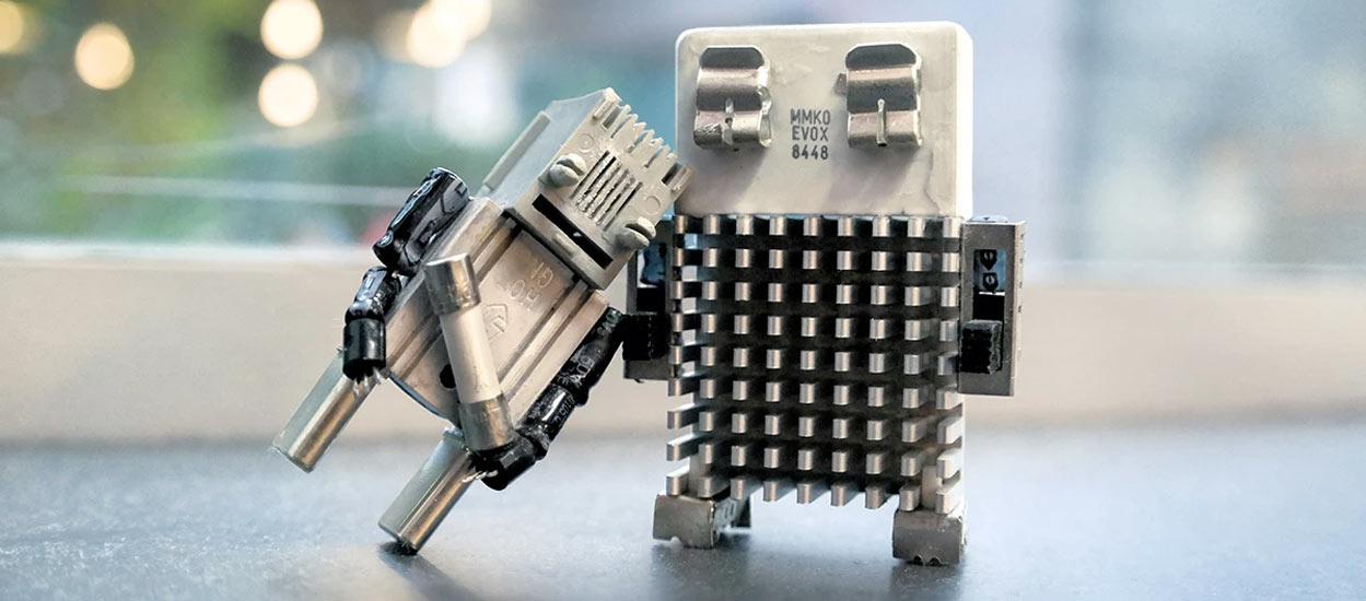 Cet artiste transforme vos déchets électroniques en adorables petits personnages