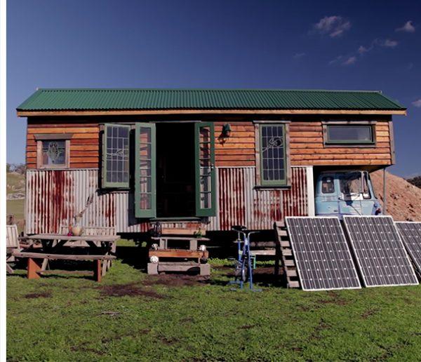 Ils ont construit une tiny house à l'arrière d'un camion pour travailler de ville en ville