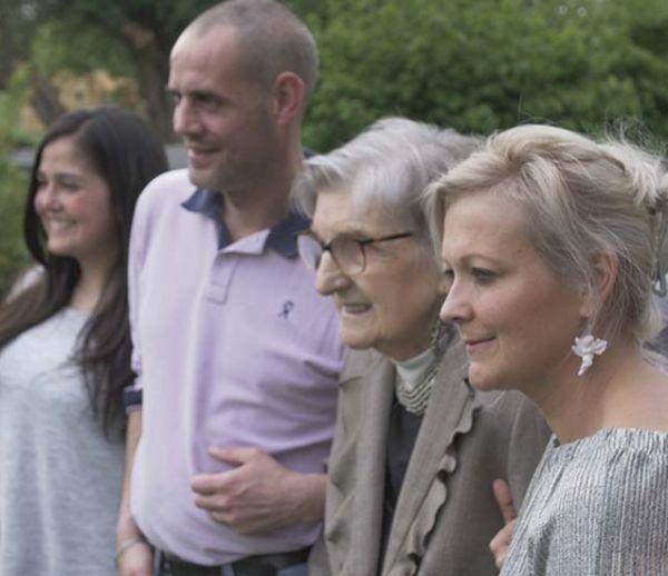 Vieillir comme à la maison : les familles d'accueil, alternatives à la maison de retraite