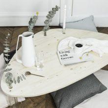 DIY : Fabriquez une table de salon design avec des pieds en bouteilles de vin