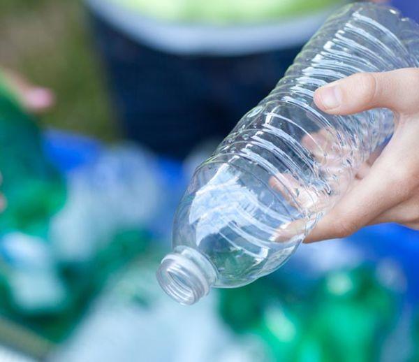 Nos bouteilles en plastique seront-elles bientôt consignées en France ?