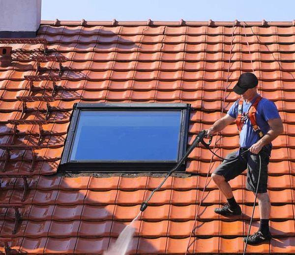 Entretien de votre toiture : 4 étapes indispensables pour éviter la tuile