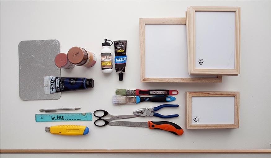 diy facile et pas cher fabriquer une vitrine avec des cadres en bois. Black Bedroom Furniture Sets. Home Design Ideas