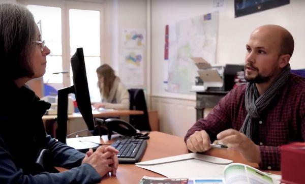 Divisez votre facture de chauffage par deux grâce au conseiller Rénovation Info Service !
