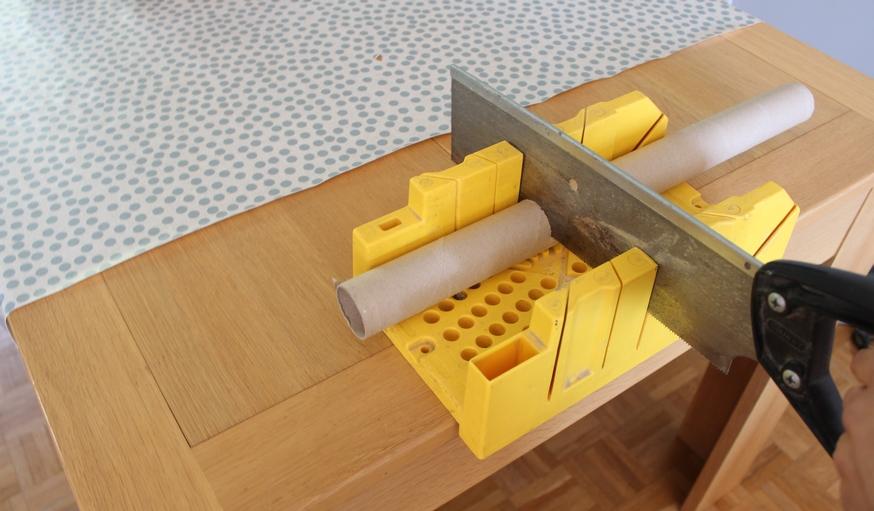 tuto fabriquez une tag re pices partir de rouleaux de cartons. Black Bedroom Furniture Sets. Home Design Ideas