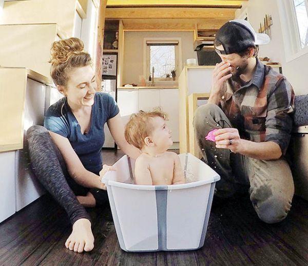 Ce couple prouve qu'il est possible de vivre avec un bébé dans une tiny house