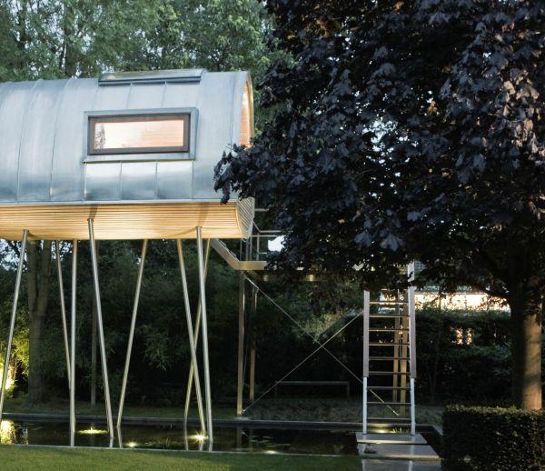 Découvrez cette cabane de jardin futuriste pour un voyage hors du temps !