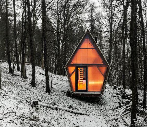 Découvrez l'intérieur chaleureux de cette tiny house en matériaux récup'