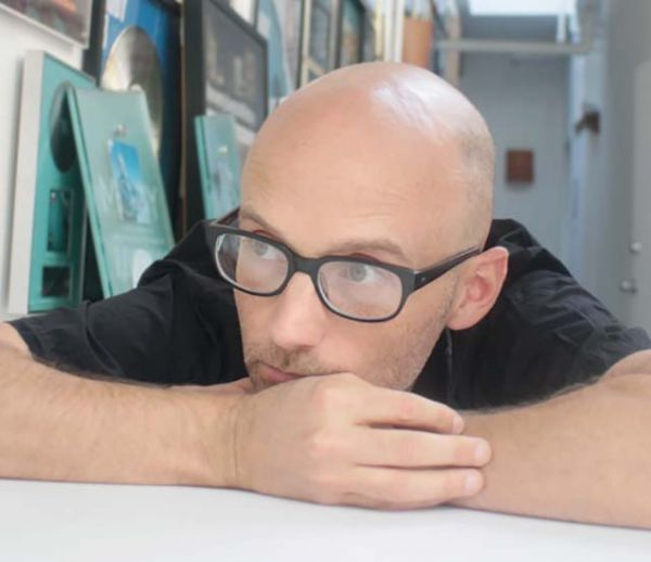 Moby partage gratuitement 11 chansons douces pour aider tous les insomniaques à s'endormir
