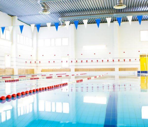 Une ville utilise les eaux usagées de la piscine municipale pour nettoyer ses trottoirs !