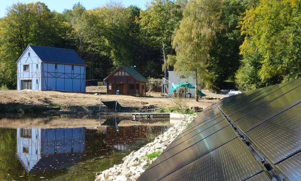 Cette maison prête à construire est 100% autonome en eau et en énergie