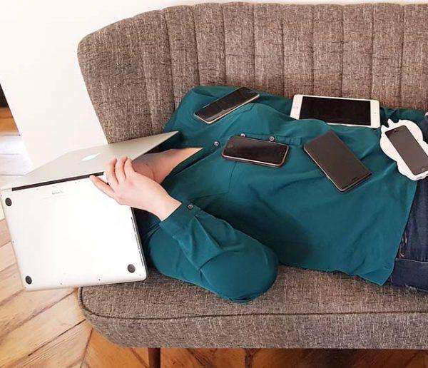 Récit d'une accro au smartphone qui tente une détox à la maison : leçons d'un échec annoncé