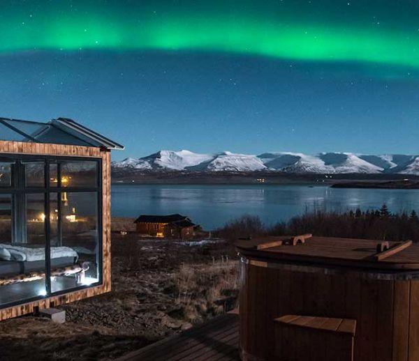 Admirez les aurores boréales dans cette incroyable cabane en Islande